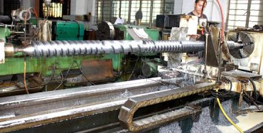The reasons for damage to the screw barrel are
